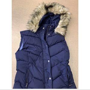 Navy women's puffers vest